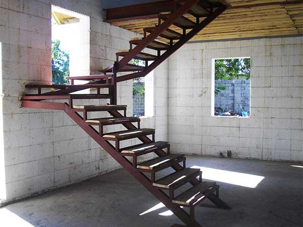 Costruzione vendita scale in ferro interne esterne ravenna for Scale moderne interne